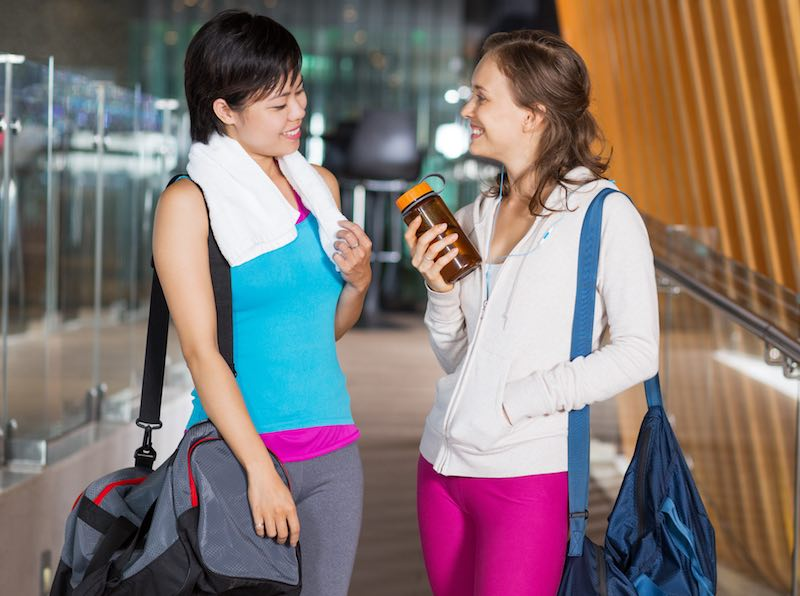 2 ladies talking at the gym